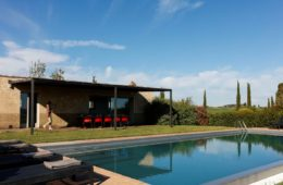 pool in tuscan villa (4)