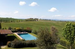 pool in tuscan villa (5)